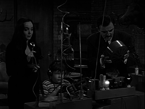 The Addams Family S01e16 The Addams Family Meets the Undercover Man